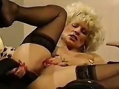 Light-complexioned MILF Masturbating