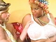 yolanda and the bra vendor