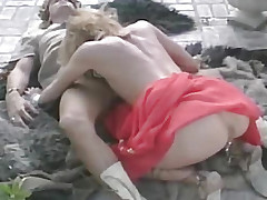 A man kisses outsider her pussy crumbs